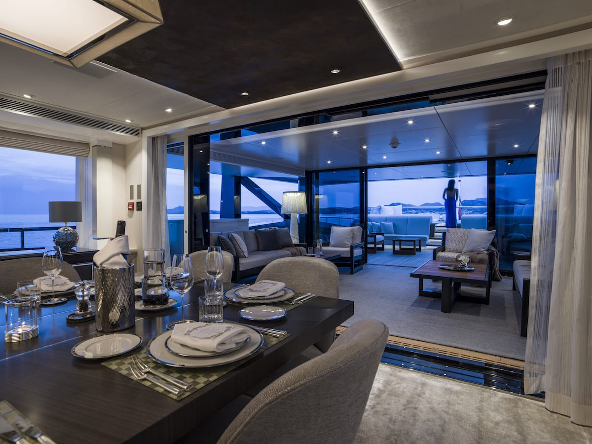 Heesen_51m-for-charter-dining-room