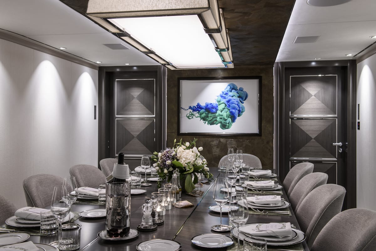 Heesen_51m-for-charter-dining-room1