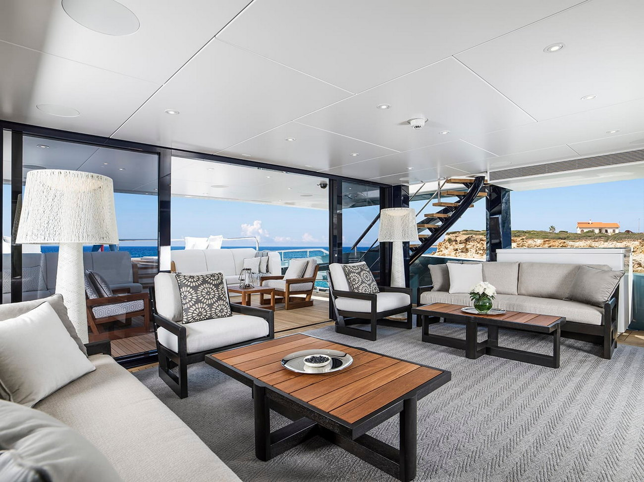 Heesen_51m-for-charter-lounge