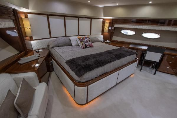 Princess95-2011-95MY-VIP-guest-cabin-interior