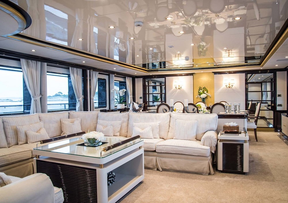 Benetti_43M_2018_interion_main_saloon