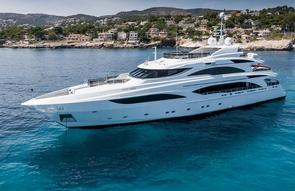 Benetti_43M_2018_on_water