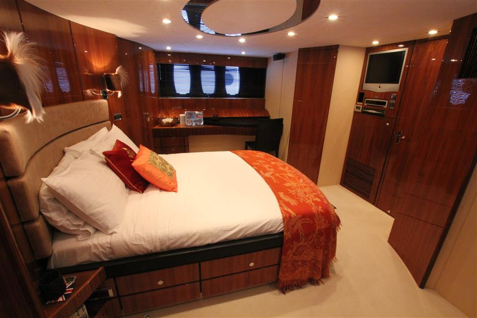 Fairline78_cabin