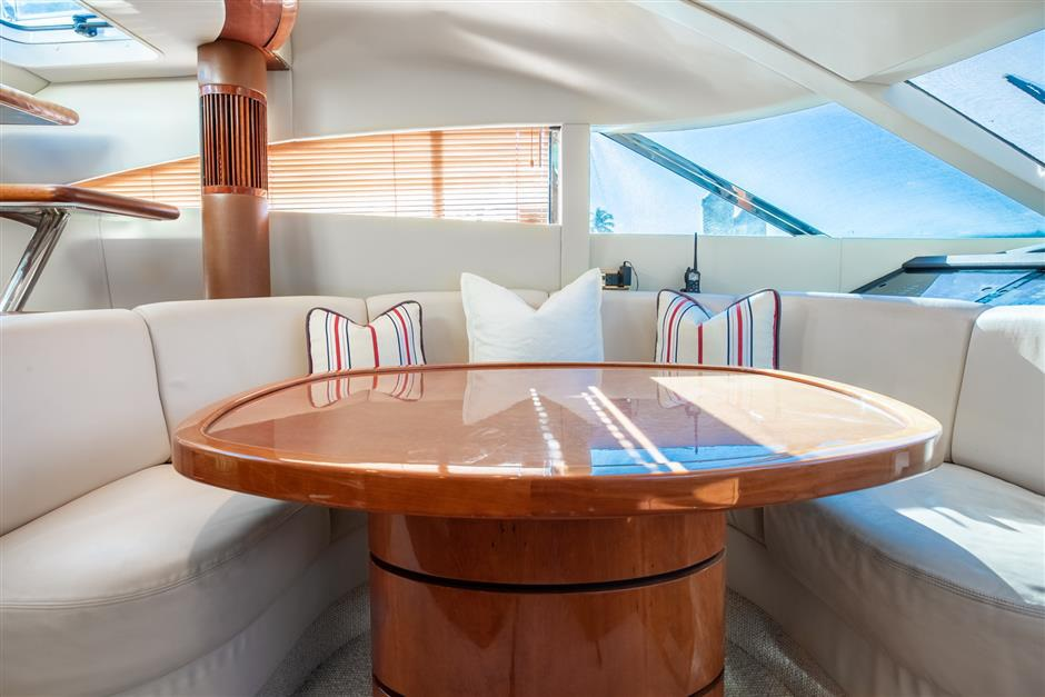 Fairline_58_yacht_dining