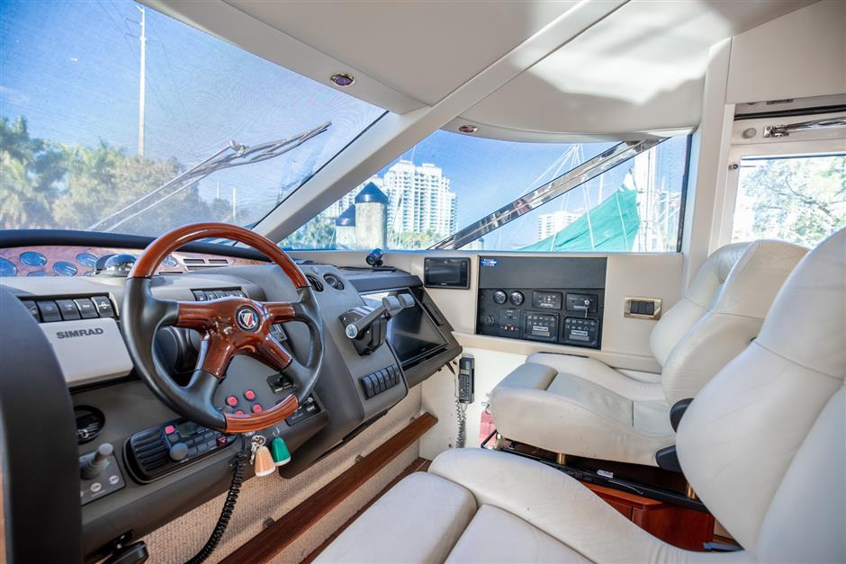 Fairline_58_yacht_for_sale_helm