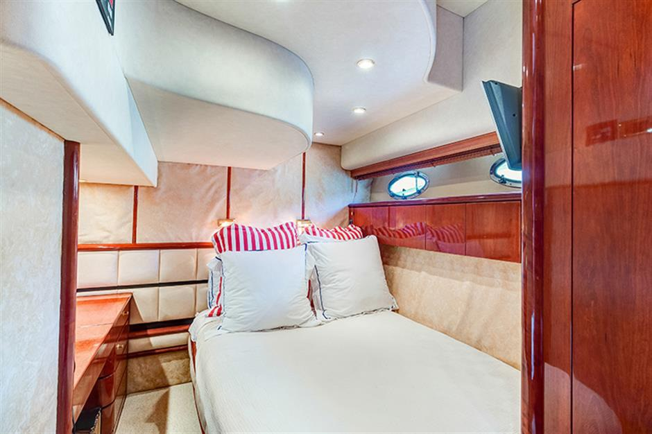 Fairline_58_yacht_guest_room