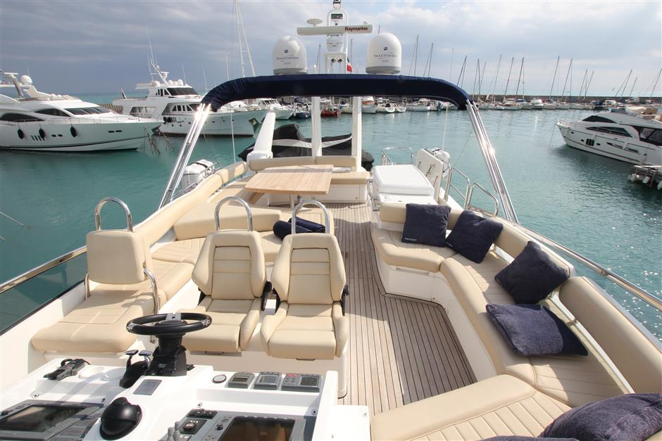 Fairline_yacht_78_flybridge