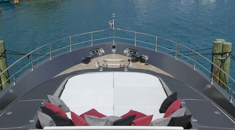 Leopard_yacht_27m_2008_bow