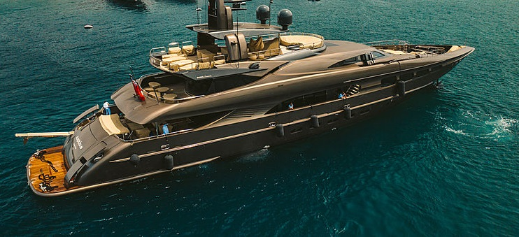 Mondomarine_50M_on_water