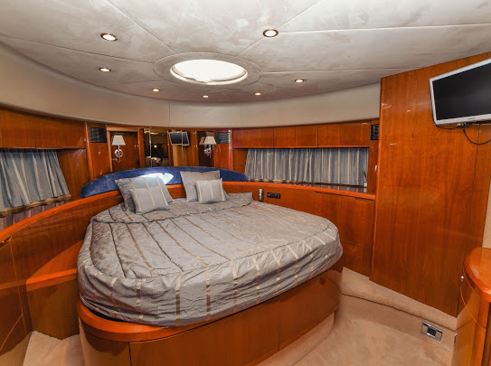 Princes21m_yacht_for_sale_VIP_cabin