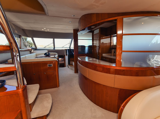 Princes21m_yacht_for_sale_saloon_interior_chery_wood