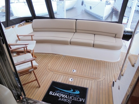 Princess_yacht_42_exterior_enter