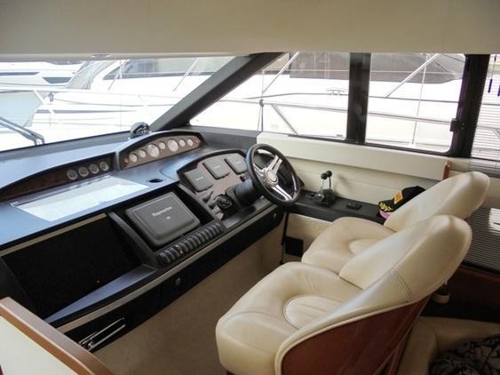 Princess_yacht_42_interior_helm_station