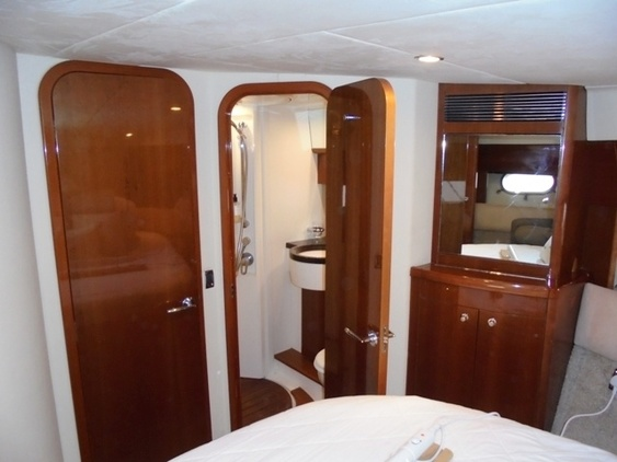 Princess_yacht_42_interior_master_