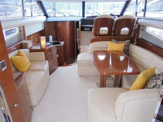 Princess_yacht_42_interior_saloon
