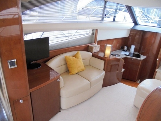Princess_yacht_42_interior_saloon_sofa