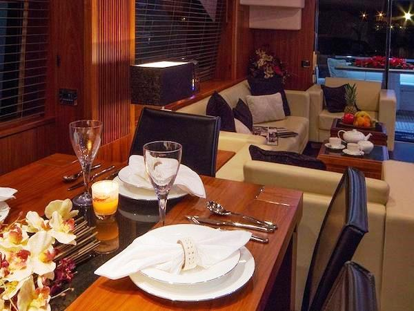 Sunseeker-80_2012_dining