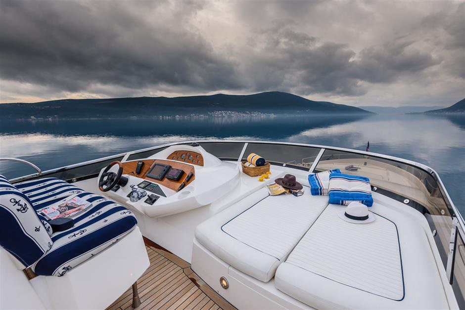 Sunseeker25M_yacht_for_sale_fly2