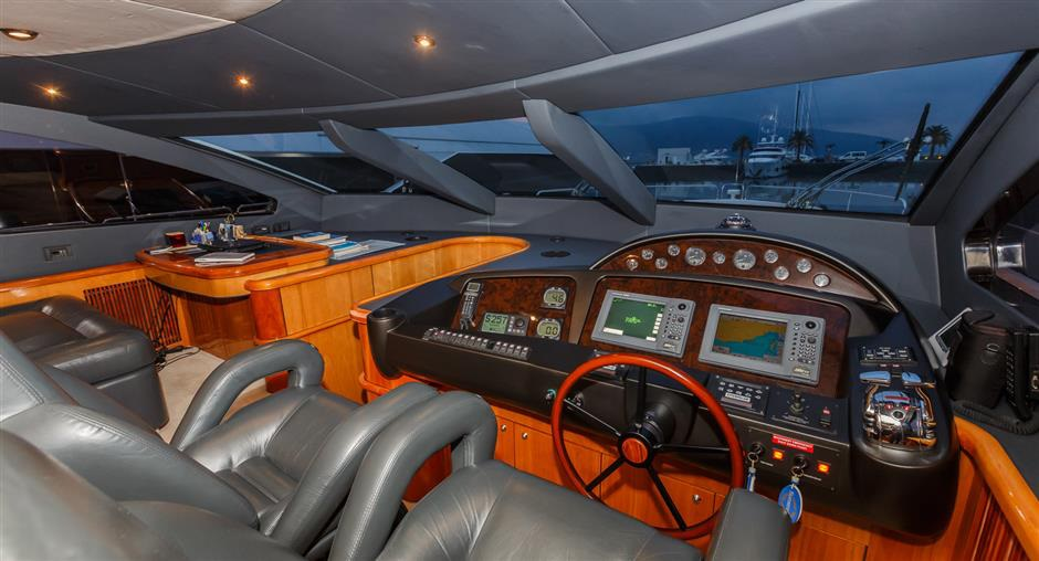 Sunseeker25M_yacht_for_sale_helm_station