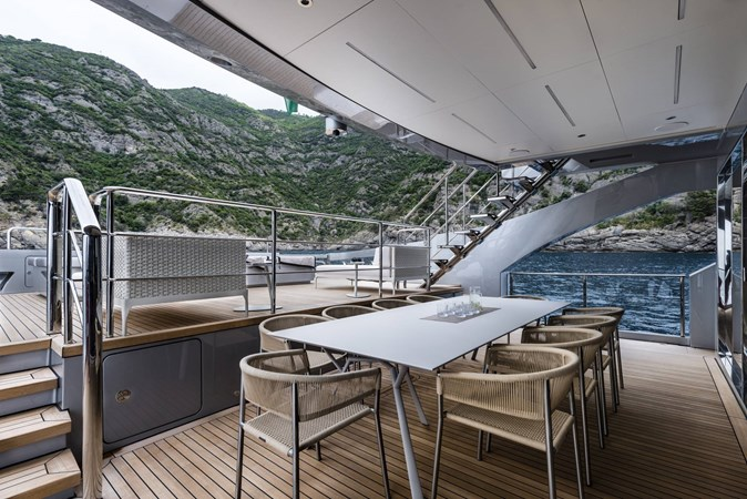 Yacht_Pershing_140_dining_area_al_fresco