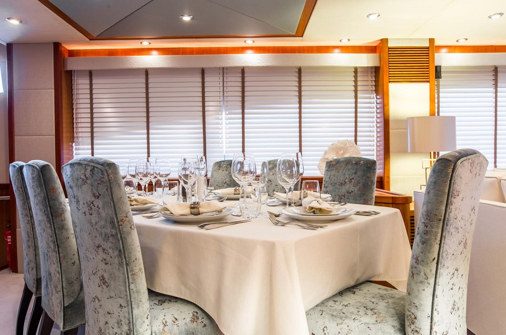 Yacht_Sunseeker_90_2008-2016_dining
