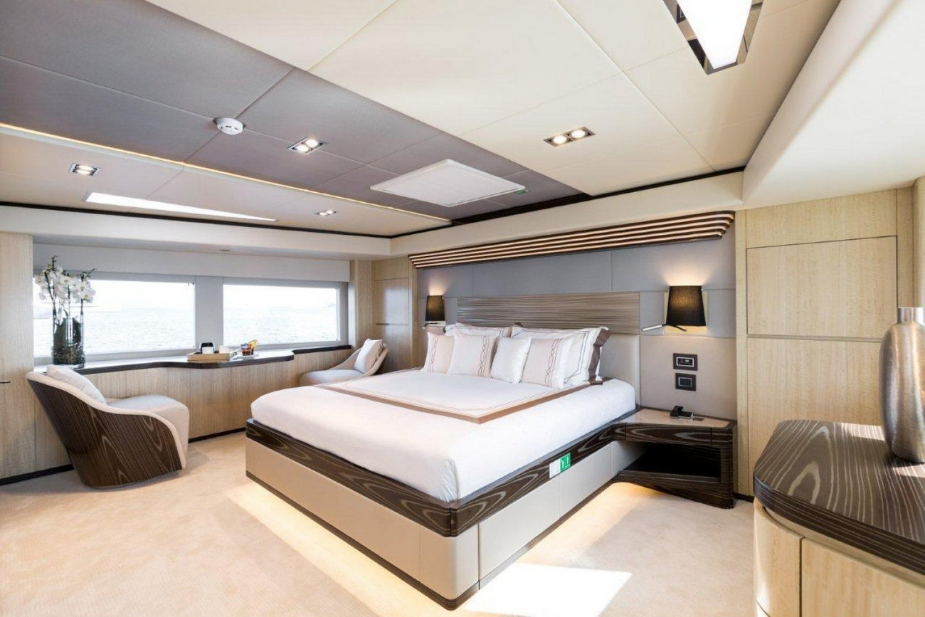 Owners_Stateroom_majesty_yacht_100